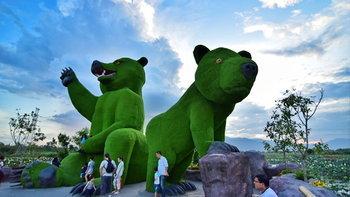 ตลาดน้ำหมียักษ์เขียว (Green Grizzly) แลนด์มาร์คใหม่ล่าสุดเมืองเชียงใหม่!