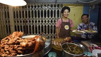 9 ร้านสตรีตฟู้ดในตำนานของเมืองไทย