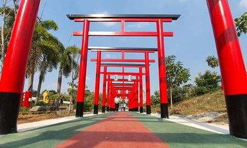 วัดเขาสูงแจ่มฟ้า สร้างเสาโทริอิแดงบนยอดเขา สวยงามเหมือนประเทศญี่ปุ่น