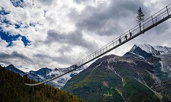 เปิดให้ใช้บริการแล้วสะพานแขวนคนเดินที่ยาวที่สุดในโลก 'Europabruecke'