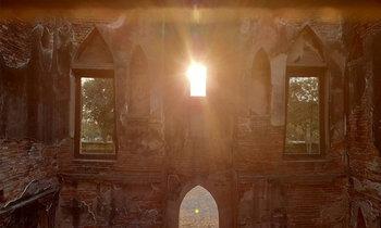 มหัศจรรย์หนึ่งปีมีครั้งเดียว ดูพระอาทิตย์ตกผ่านช่องหน้าต่างพระตำหนักคำหยาด