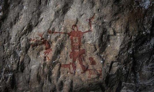 ศิลปะบนผนังถ้ำของผู้คนในยุคก่อนประวัติศาสตร์ กว่า 3,000 ปีมาแล้ว บนเขาปลาร้า อุทัยธานี