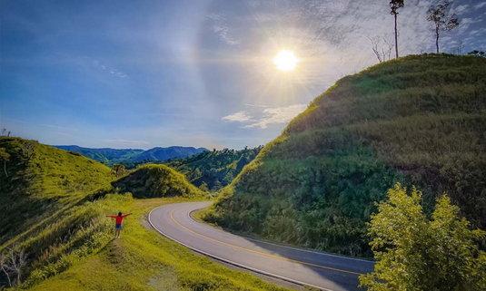 โมโกจูน้อย ช่องเย็น ชมถนนลอยฟ้าที่สวยงามที่สุดอีกแห่งหนึ่งของเมืองไทย!