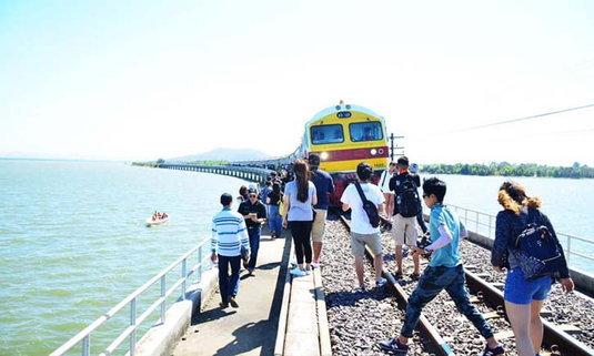 รถไฟลอยน้ำเส้นทาง กรุงเทพฯ – เขื่อนป่าสักชลสิทธิ์ กลับมาเปิดให้เที่ยวอีกครั้งต้อนรับฤดูท่องเที่ยว