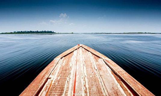 หนองหาร ไปล่องเรือในทะเลสาบงามแห่งสกลนคร