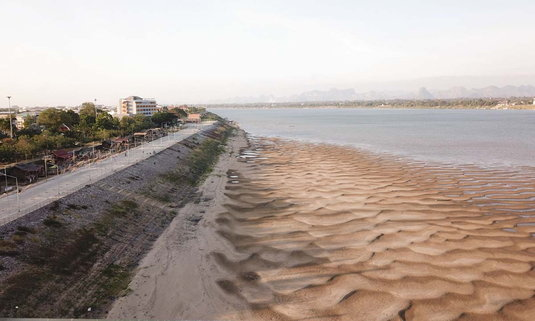 อันซีนนครพนม หาดทรายทองศรีโคตรบูรลวดลายคล้ายเกล็ดพญานาค!