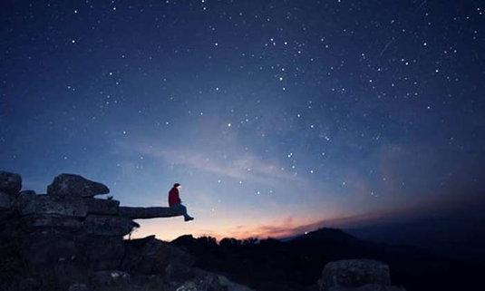 "Unseen Thailand ผาห้อยขาแห่ง ""ภูบักได"" ชมทะเลดาวสว่างไสวในยามค่ำคืน"