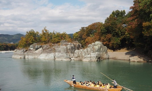 ล่องเรือท่ามกลางธรรมชาติชมใบไม้เปลี่ยนสีได้ที่ไซตามะ