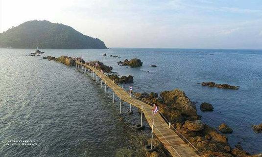 เปิด Unseen แห่งใหม่ของจันทบุรี เดินเล่นกลางทะเลที่จุดชมวิวเจดีย์บ้านหัวแหลม