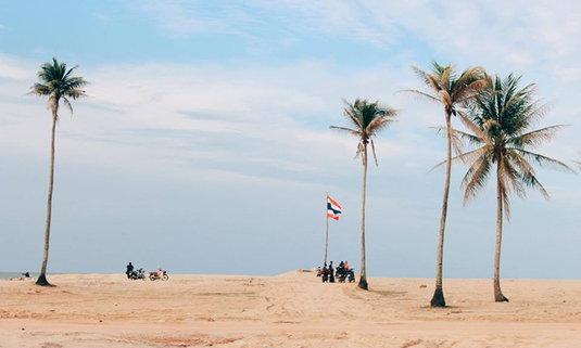 """สะพานคอยร้อยปี เชื่อมแผ่นดินใหญ่สู่เกาะยาว """"ทะเลทรายแห่งตากใบ"""""""