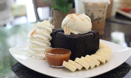 รีวิว Cafe Kantary ระยอง แหล่งรวมขนมอร่อย ท่ามกลางบรรยากาศสุดคูล