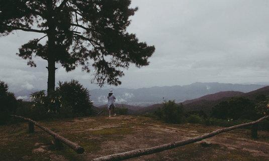 """เที่ยวเชียงดาวหน้าฝน ปลดทิ้งความวุ่นวาย พาหัวใจไป """"คราม-ดาว"""" ถึงยอดภู"""