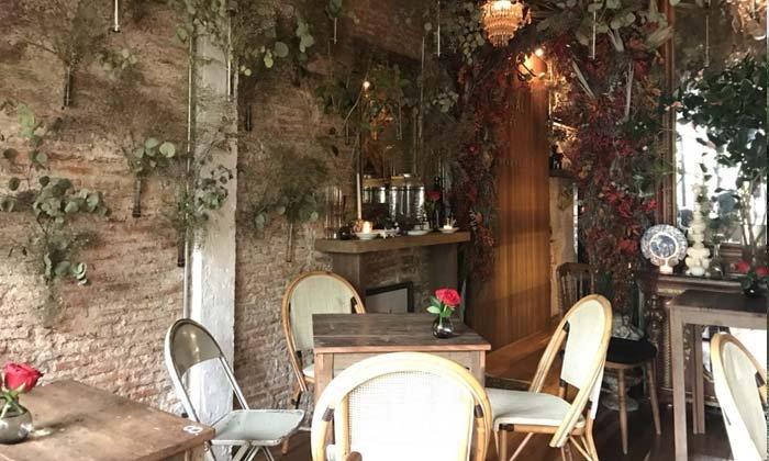 Floral Cafe สถานที่ลับในดงดอกไม้ใจกลางปากคลองตลาด