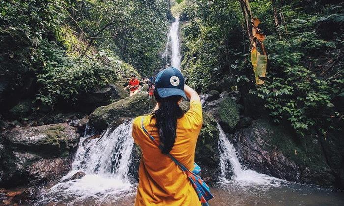 วันเดียวเที่ยว 3 น้ำตกในเขื่อนขุนด่านปราการชล บรรยากาศราวกับป่าอเมซอน!