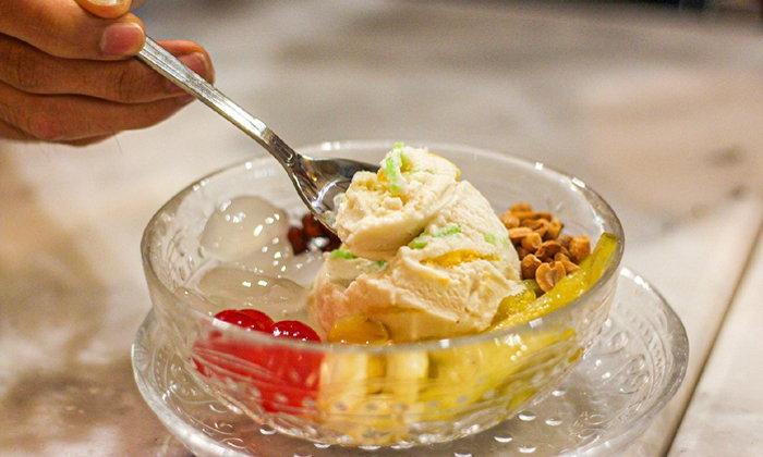 ไอศกรีมทิพย์รส ตำนานความอร่อยเกือบ 50 ปีในย่านเตาปูน
