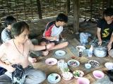 อาหารกลางวัน ในกระต๊อบกลางป่า