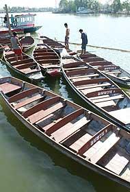 เรือพายชมหิงห้อย ที่บ้านลมทวน