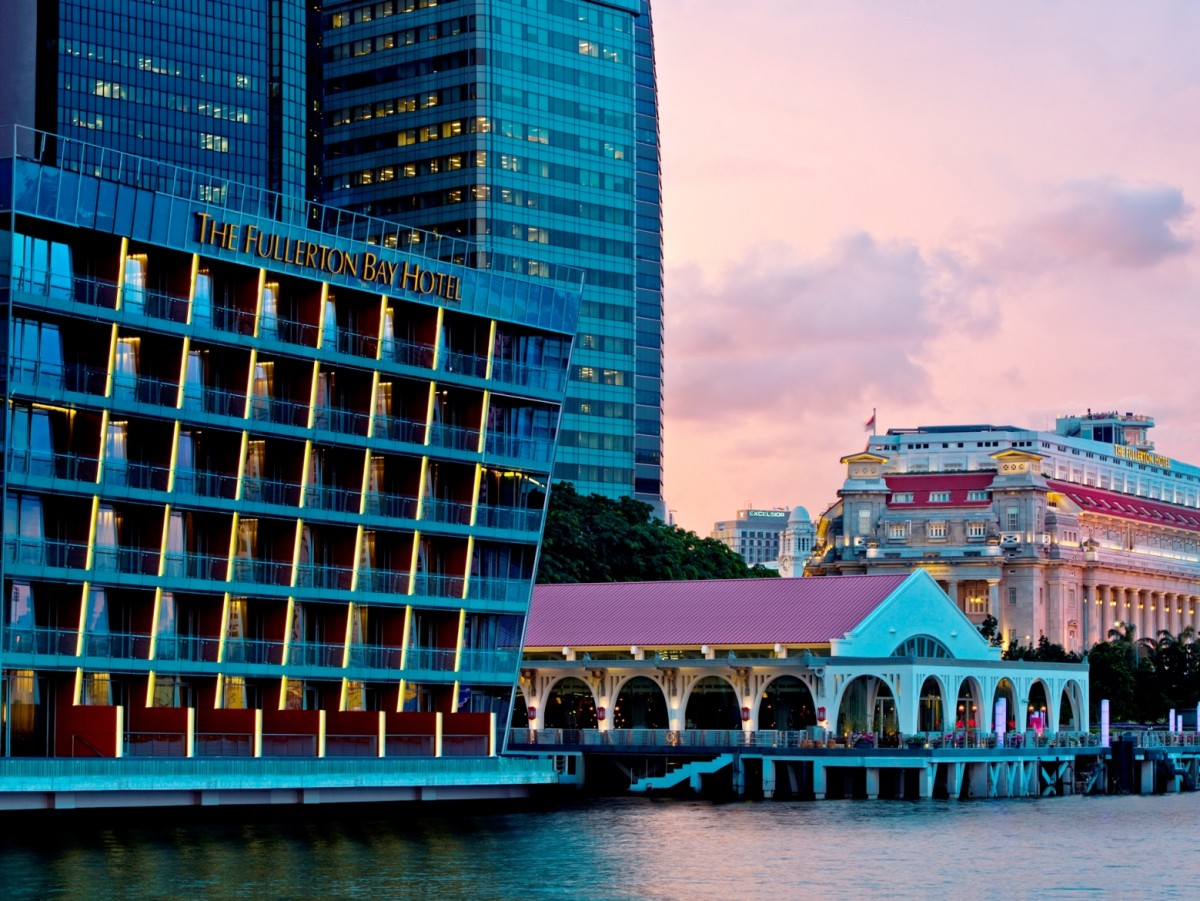 Waterfront-view-of-The-Fullerton-Bay-Hotel-Singapore