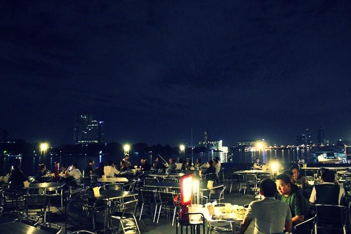 In love bar and restaurant ร้านอาหาร วาเลนไทน์