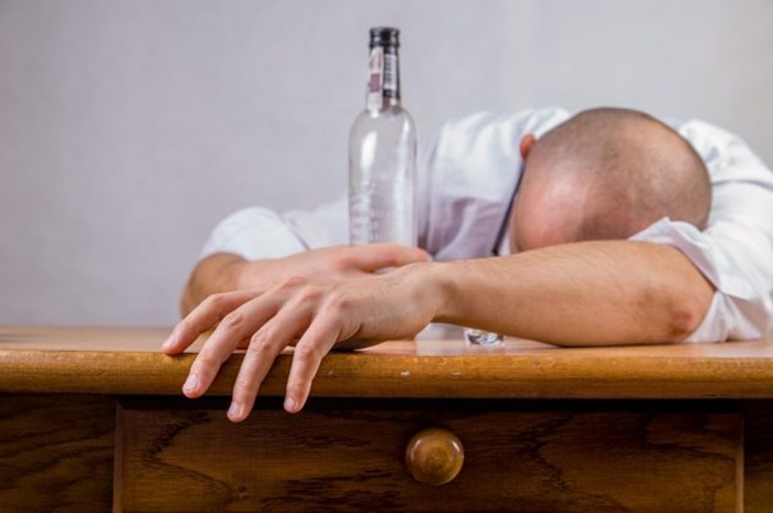 alcohol-428392_960_720-632x42
