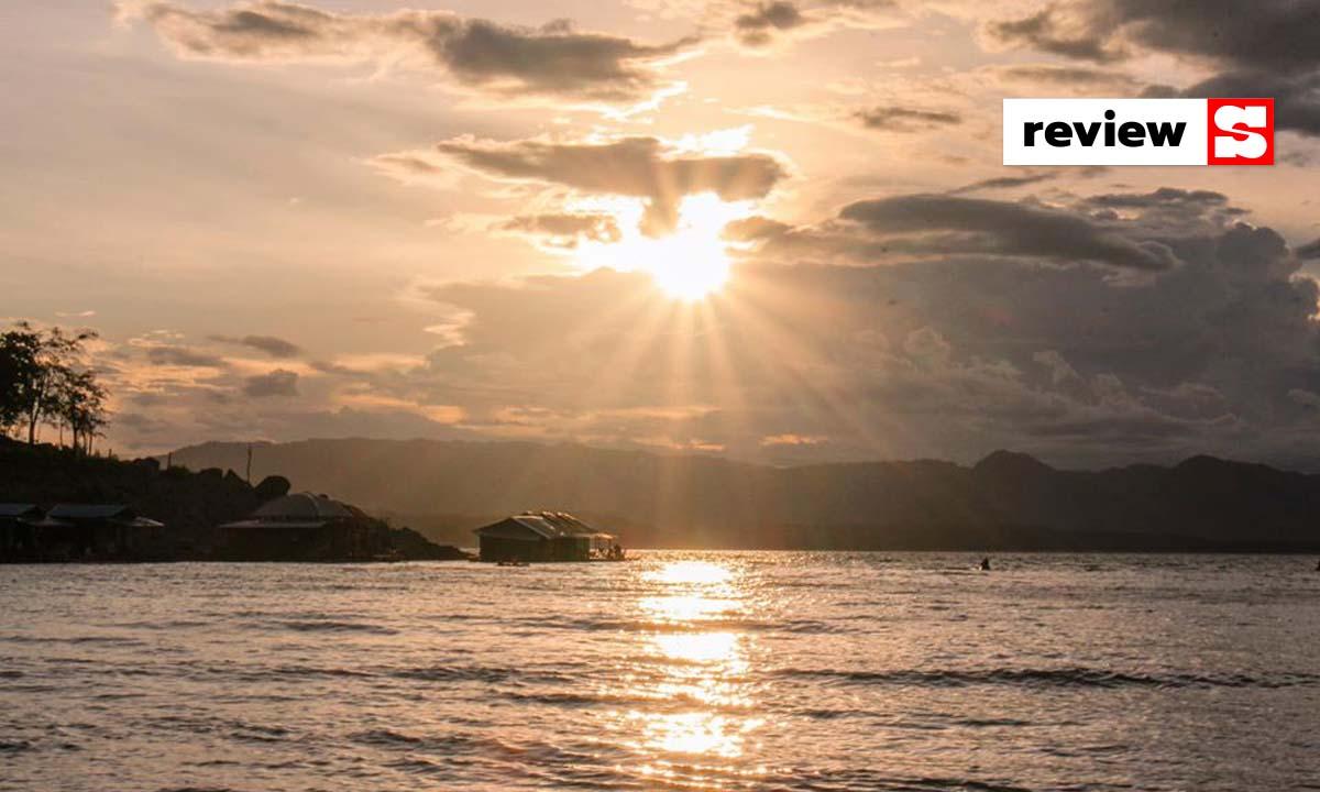 รีวิว Phu Pan Floatel แพที่พักในเขื่อนศรีนครินทร์ กับบรรยากาศที่ชิลกว่านี้ไม่มีอีกแล้ว!