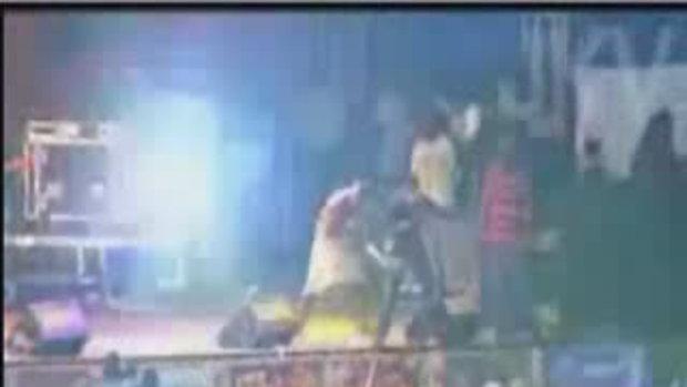 Akon ศอกใสแฟนเพลง