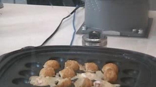 หุ่นยนต์ ทำอาหาร