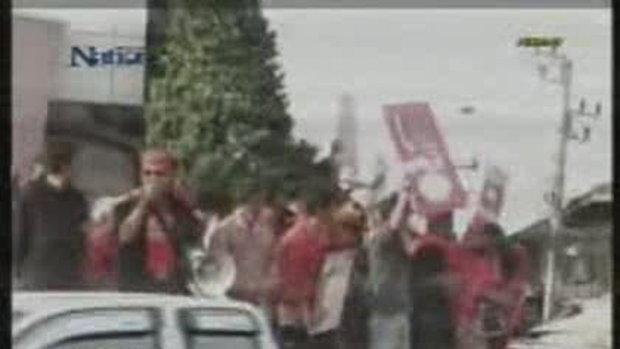 เสื้อแดง ปาไข่เน่า - หิน ใส่ ณัฐวุฒิ-จตุพร กระเจิง
