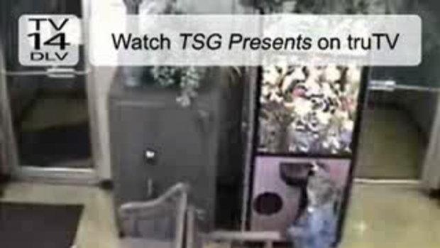 เด็กจอมซนติดตู้หนีบตุ๊กตา