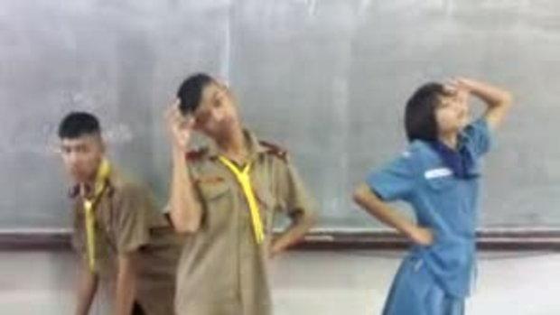 เด็กไทยแห่เต้น โซนยอชิแด Gee