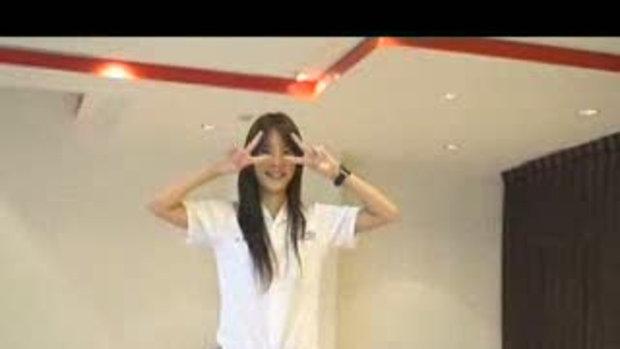 สาวน่ารักเต้นประกอบจังหวะ