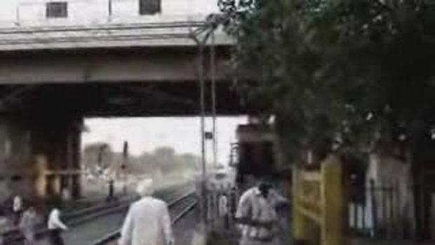 อย่าวิ่งตัดหน้ารถไฟ