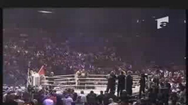 บาดาร์ ฮารี่(มวยไทย) vs เซมมี่ ชิลต์(คาราเต้)