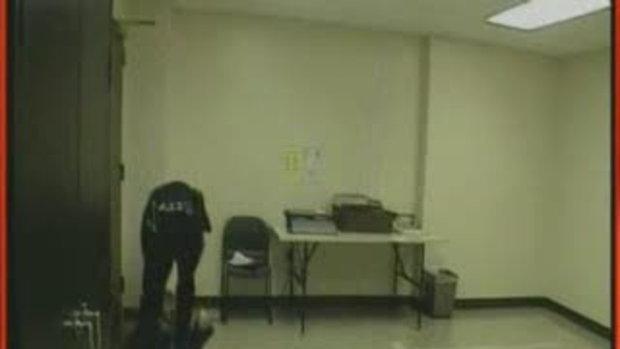 ตำรวจปิดกล้อง ซ้อมผู้หญิงเลือดอาบ