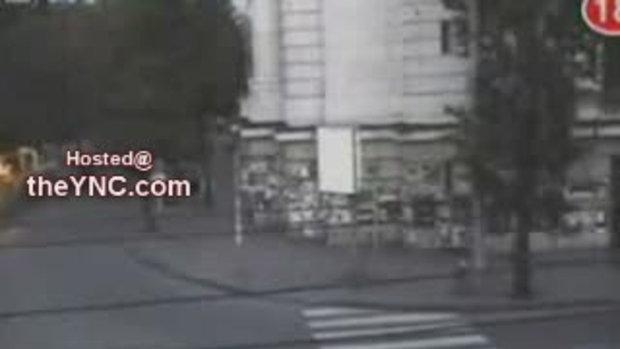 รถชนคนข้ามถนนจนกระเด้น