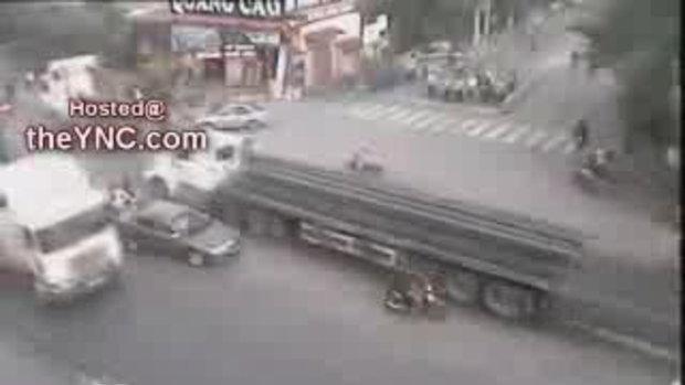 คลิป รถบรรทุก ชนสยอง บนถนนสายมรณะ