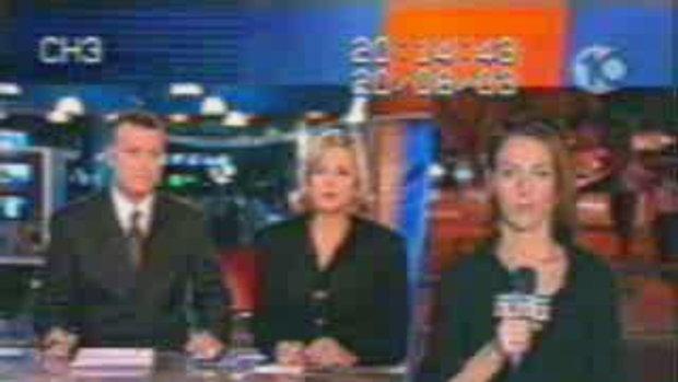 นักข่าวโดนทำร้ายด้านหลังขณะรายงานสด