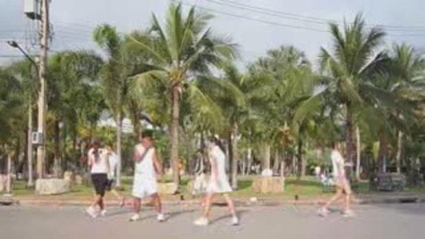 คนสวนลุม 27 ออกกำลังกาย ท่ากลางสวนสวย อากาศดี เชิญ