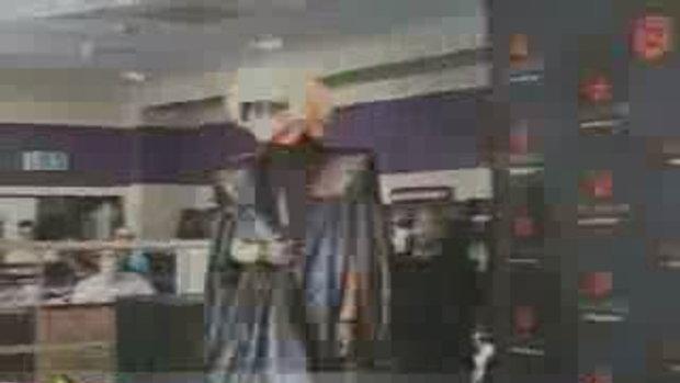 เลดี้กาก้า ขอแกะ ผีเสื้อร่วมขึ้นบนเวทีด้วย