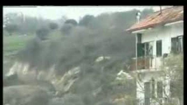 สุดระทึก แผ่นดินถล่ม ครั้งใหญ่ที่เมือง Maierato ขอ