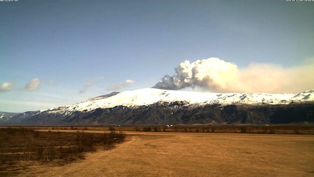 ภูเขาไฟระเบิด  Eyjafjallajokull ไอซ์แลนด์ ปะทุครั้