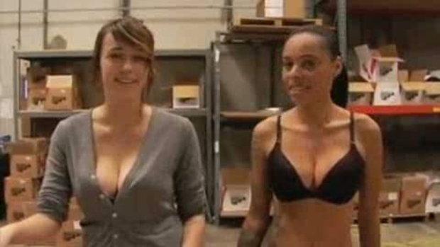 สาว สองสาวเซ็กซี่ๆ สอนทำ Skateboard