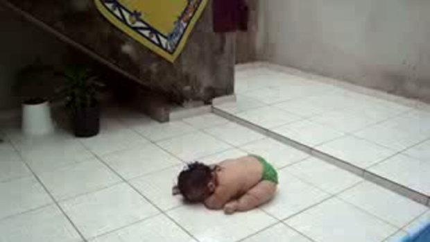 เด็ก เด็กจ้ำม้ำ คลิปเด็ก กับท่าคลานสุดพิลึก