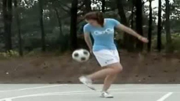 ลองดู ลีลาผู้หญิง เดาะบอล