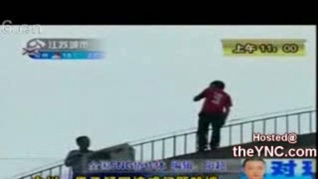 หนุ่มจีนคลั่งกระโดดตึกฆ่าตัวตาย