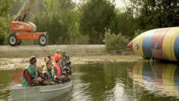 JACKASS 3D - Duck Hunting