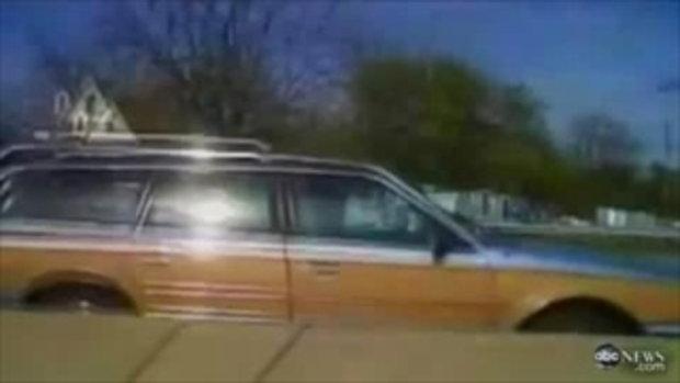 หญิงชรา ขับรถผิดเลน!!