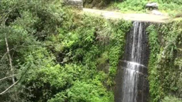 เจโอ๋เวสป้าผจญภัย-น้ำตกแสนสวยกลางป่า(เนปาล)