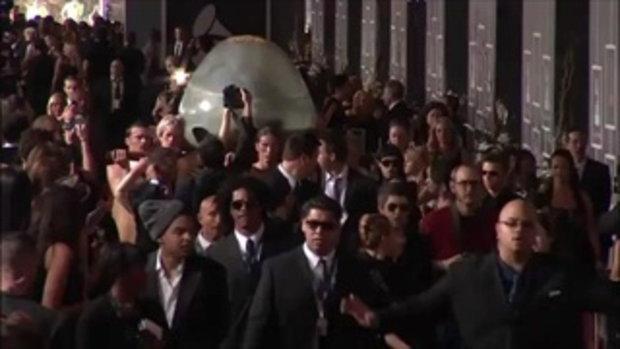 เลดี้ กา้ก้า ออกจากไข่ งาน Grammy Awards 2011 2