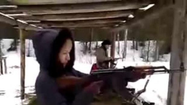 สาวฝึกยิงปืนเกือบตายหมู่